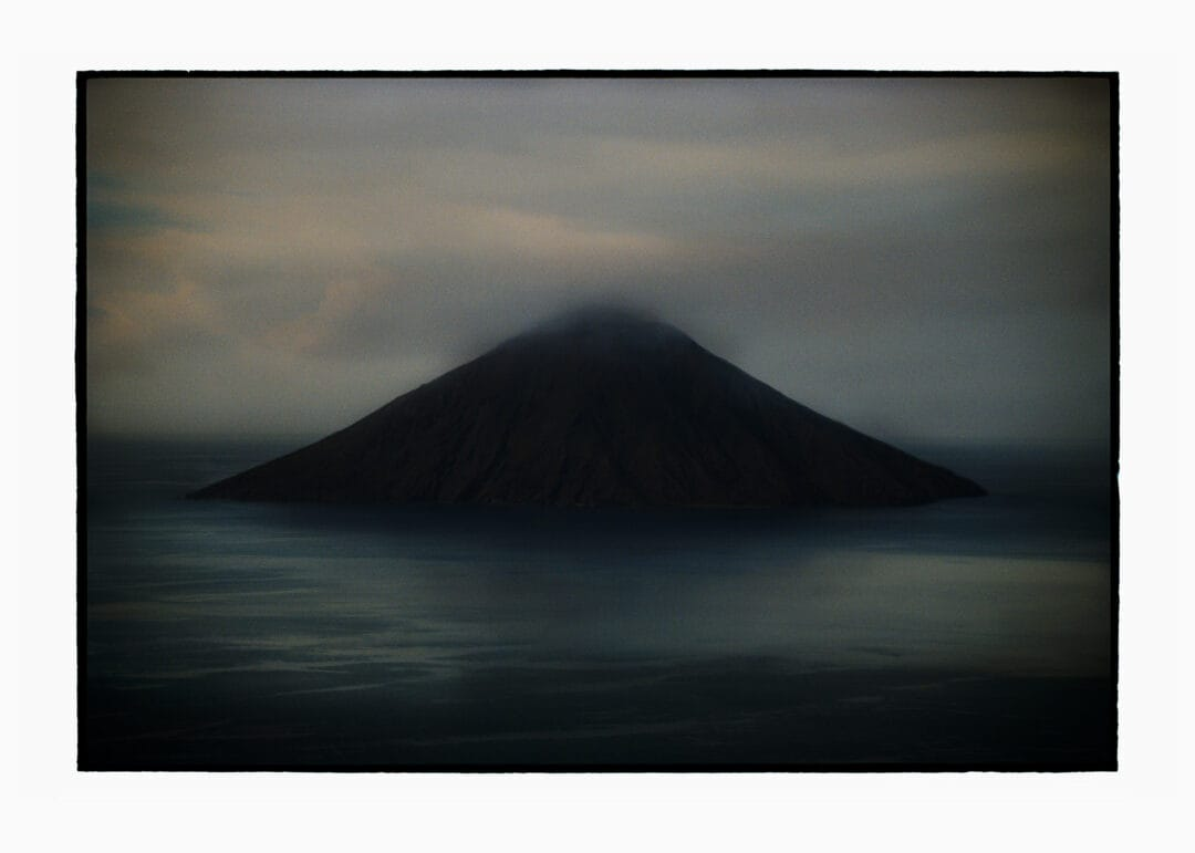 1 COPY its remain only 1 copy of the BILL HENSON in 2 months! sold out today?