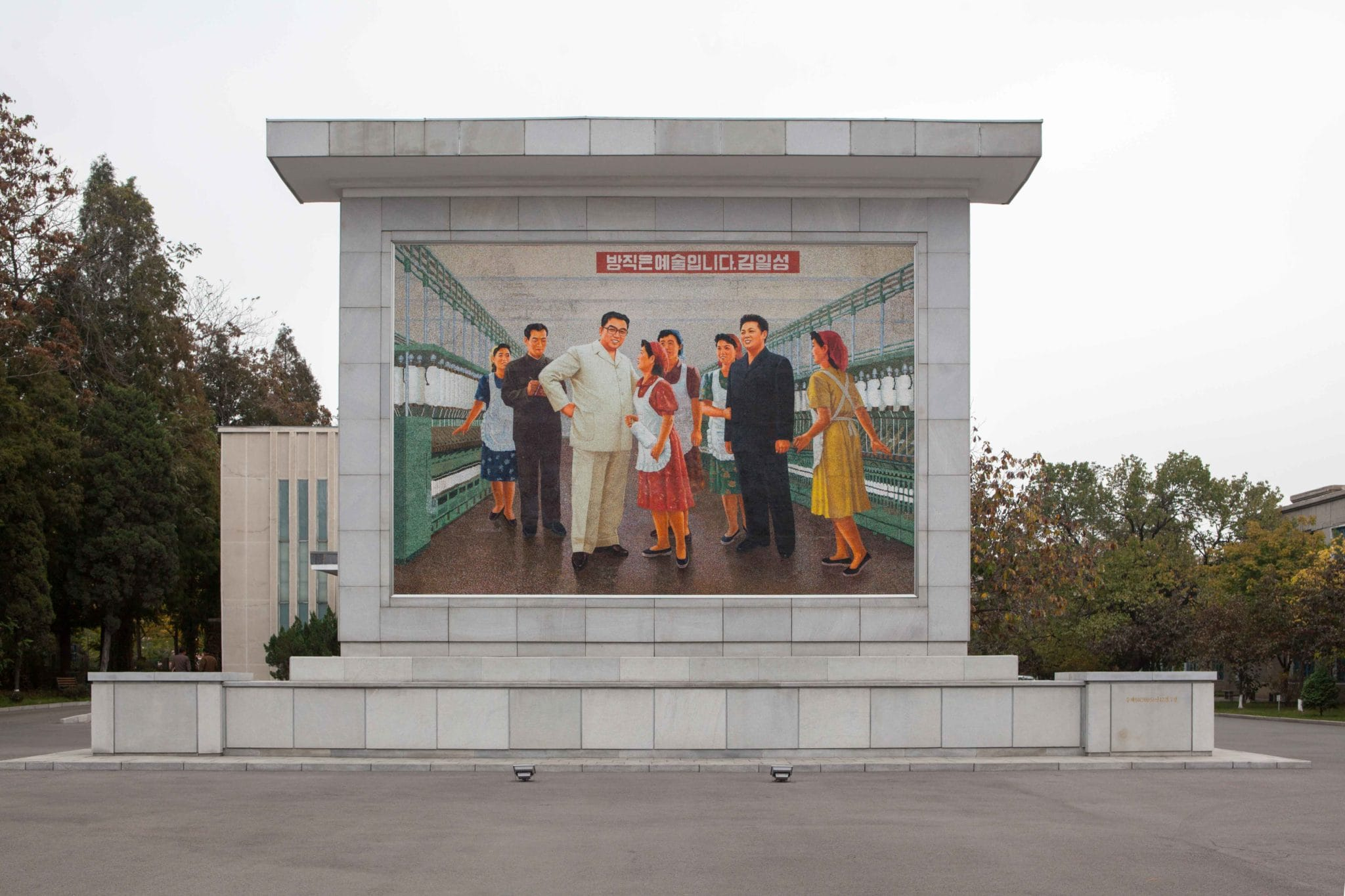 North Korea, « The Benevolent Sun », a book to come soon by Pierre Bessard, design by the Dutch artistic director SYB, Sybren Kuiper (Works 1990-2015) perhaps I'll come again, just for close definitely this one in end of the year… Serie « The great Leader » a panorama in all the country (30 cities, Pyongyang Sariwon Wonsan Hamhung Nampo Sinuiju Sunchon Haeju Kimchaek Chongjin Anju Sunchon Kaesong Kiliju Musan Chosan Kanggye Hungnam Yonan Handae-ri Sinpo Unsan… Editions Bessard