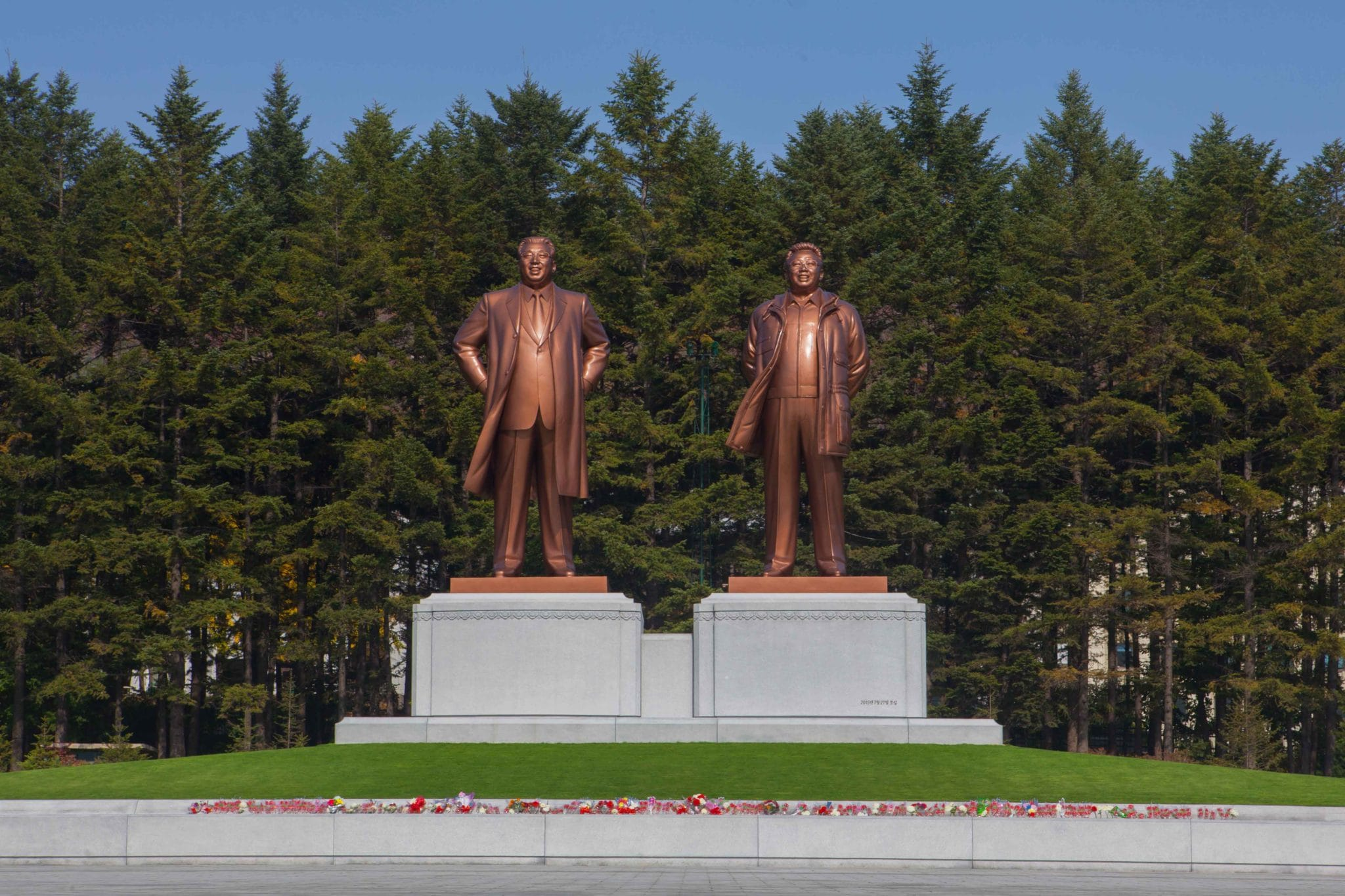 North Korea, «The Benevolent Sun», a book to come soon by Pierre Bessard, design by the Dutch artistic director SYB, Sybren Kuiper (Works 1990-2015) perhaps I'll come again, just for close definitely this one in end of the year… Serie «The great Leader» a panorama in all the country (30 cities, Pyongyang Sariwon Wonsan Hamhung Nampo Sinuiju Sunchon Haeju Kimchaek Chongjin Anju Sunchon Kaesong Kiliju Musan Chosan Kanggye Hungnam Yonan Handae-ri Sinpo Unsan… Editions Bessard