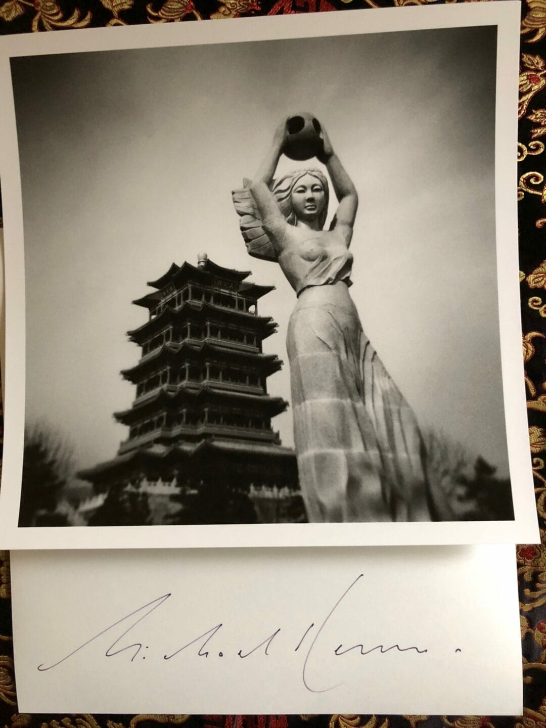 One day in Beijing by Michael Kenna, attached the picture of the Artist Edition, only 30 copies 26cm X 26cm, the photobook a 3D cover in color and B&W Few copies available for the Artist Edition …