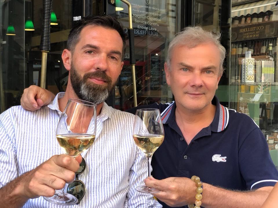 In mode Champagne in Arles, Louis Roederer, brut premier avec Julien Guerrier, directeur des éditions Louis Vuitton. Ce soir concert Étienne Daho