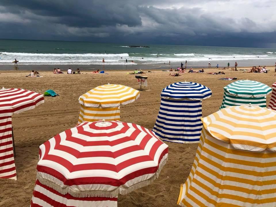 In mode Biarritz, la plage, filet de dorade à la planche, courgettes grillées, champagne Moet&Chandon Impérial #HappyPublisher
